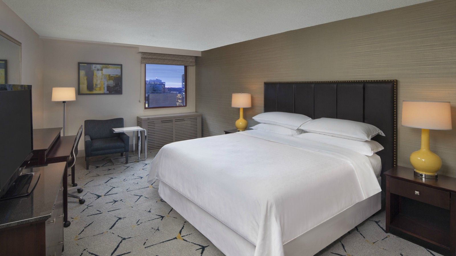 Silver Spring Accommodations – Traditional Guest Room